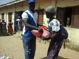 Rev. Yuguda gives food to needy families.